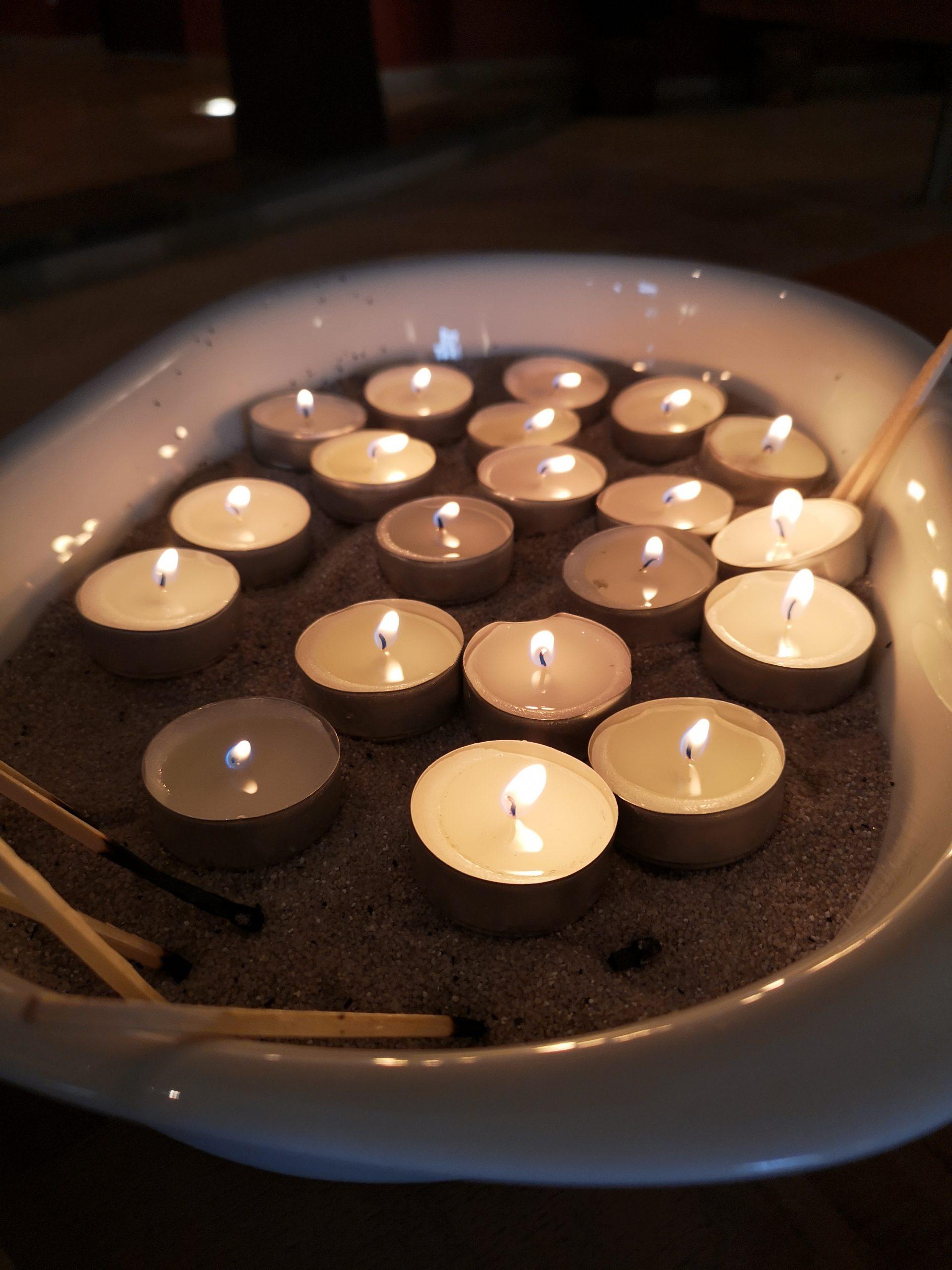 Kerzenritual bei einer Trauerfeier